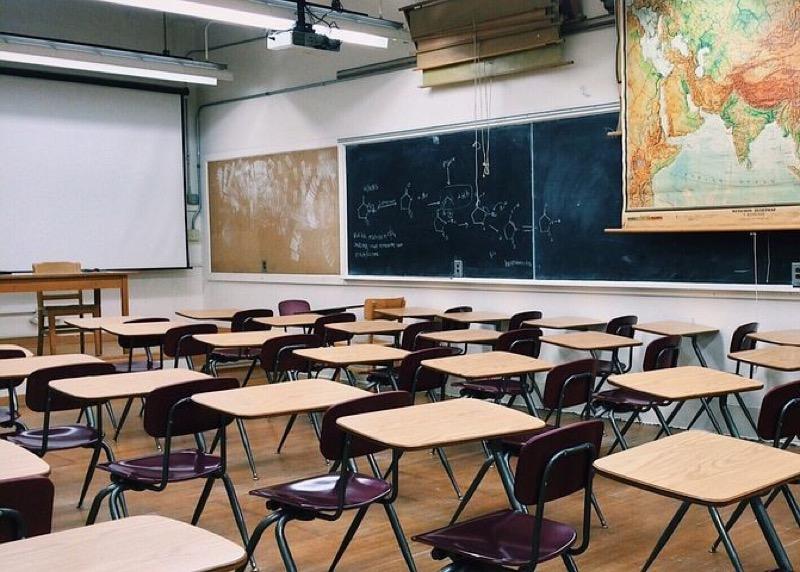 Salle d'examen vide.