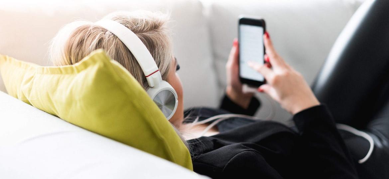 women-on-the-phone-listening-fce-exam
