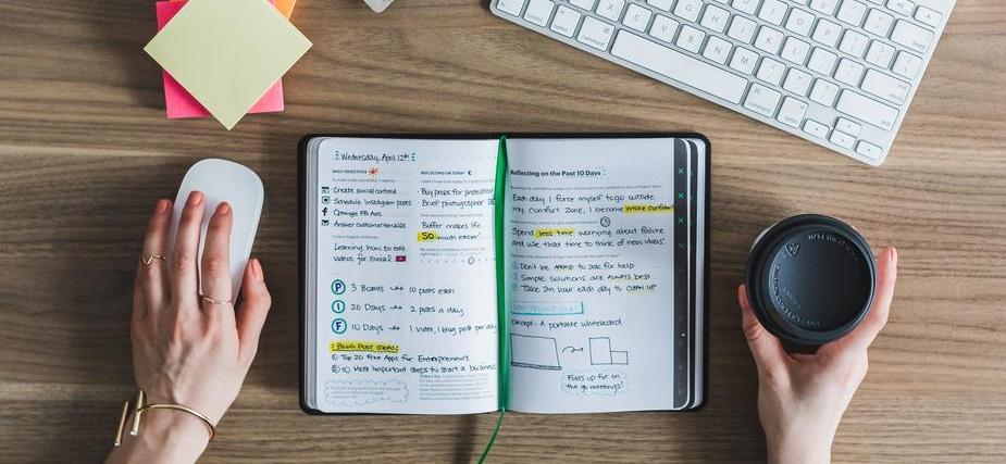cahier ouvert avec exercices