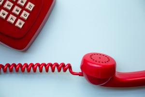 如何使用英語接電話?