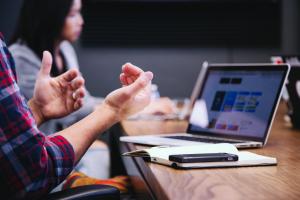 Apakah yang dimaksud dengan interkulturalitas dalam perusahaan?