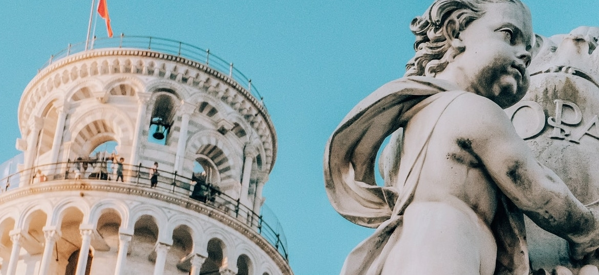 statue-of-an-angel-and-the-pisa-tower